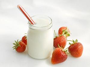 йогурт и клубника