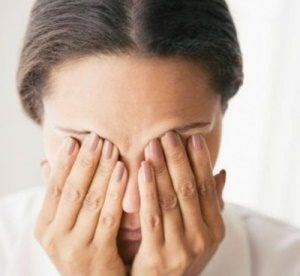 у девушки раздражение глаз