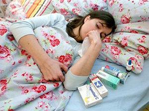 больная женщина лежит накровати