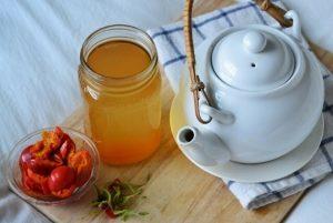 народное средство от гриппа — отвар шиповника с мёдом