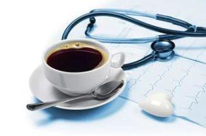 чашка кофе и кардиограмма