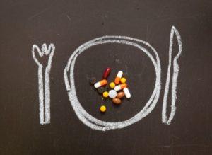 нарисованная тарелка и на ней витамины