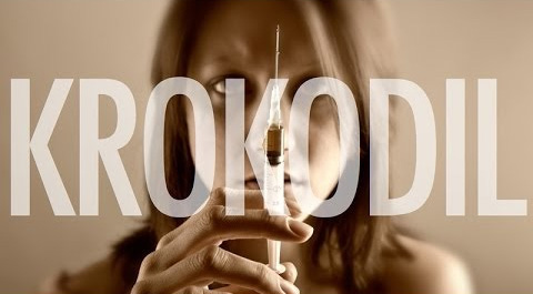 наркоман со шприцем и надпись Krokodil