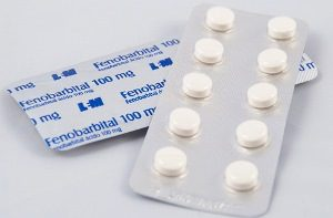 две блистерные упаковки с таблетками «Фенобарбитал»