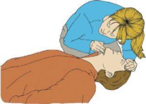 рисунок — мужчина лежит без сознания, женщина проверяет у него дыхание