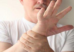у мужчины дрожат руки