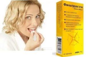девушка принимает таблетку на фоне пачки «Фильтрум-СТИ»
