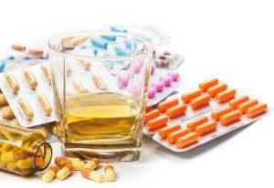 пачки разных по форме лекарственных препаратов