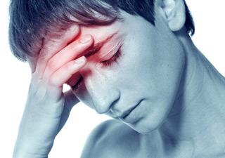 у девушки головная боль