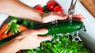 мытьё сырых овощей — профилактика пищевого отравления